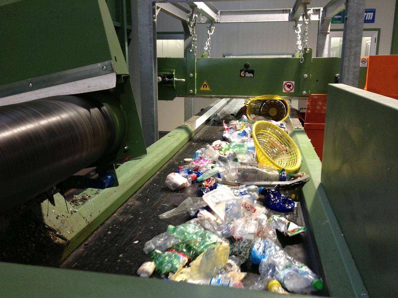 Waste rubber conveyor belts, waste conveyors
